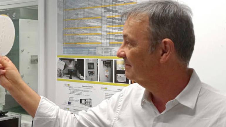José Capmany receives the Engineering Achievement Award from IEEE Photonics Society
